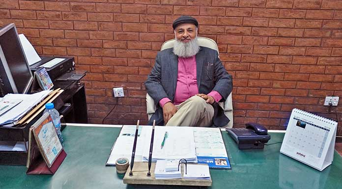 nishat group Sardar Mehmood Akhtar sitting at a table